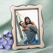 Distinctive Victorian Design Frame Favors