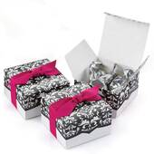Dynamic Design White And Black Favors